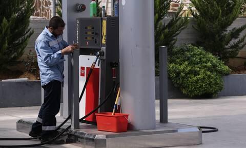 Εργαζόμενος σε βενζινάδικο