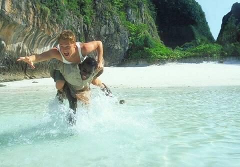5+1 κινηματογραφικές παραλίες για να «βουτήξεις» στα καταγάλανα νερά τους