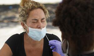 Covid-19: Γιατί πλήρως εμβολιασμένοι βρίσκονται θετικοί στον κορονοϊό
