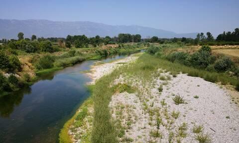 Τρίκαλα: Μειώθηκε σημαντικά η στάθμη του Πηνειού ποταμού