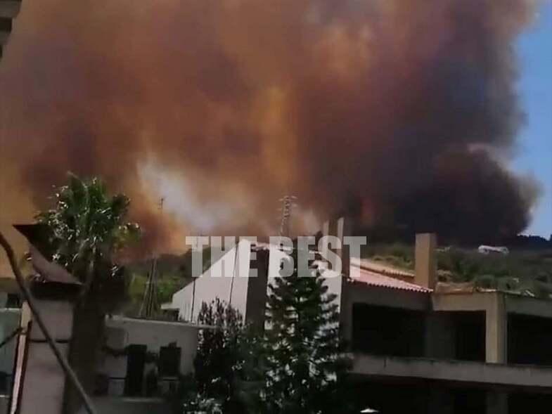 Καίγονται σπίτια στη Ζήρια