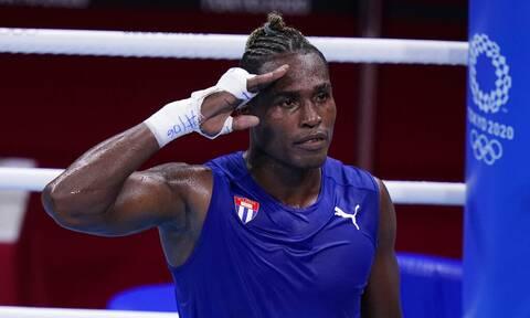 Ολυμπιακοί Αγώνες: «Πατρίδα ή θάνατος»! Η κίνηση Κουβανού μποξέρ που προκάλεσε αίσθηση (vid)