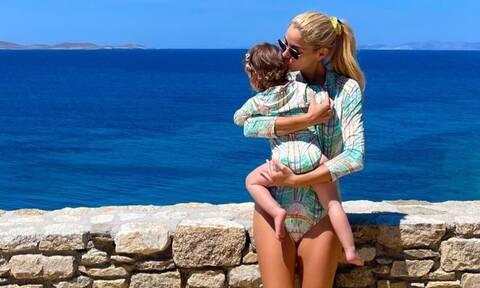 Δούκισσα Νομικού: Μαμά και κόρη φορούν ίδιο μαγιό