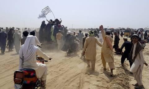 Aφγανιστάν: Στους Ταλιμπάν η μισή χώρα – Χιλιάδες εκτοπισμένοι, κίνδυνος ανθρωπιστικής καταστροφής