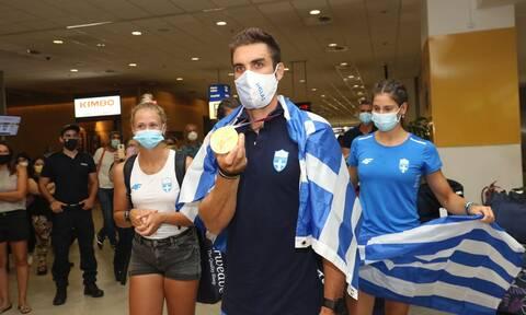 Ολυμπιακοί Αγώνες 2020: Αποθεωτική υποδοχή για τον Στέφανο Ντούσκο στο αεροδρόμιο