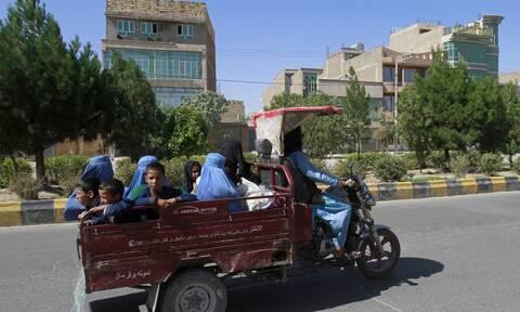 Αφγανιστάν: Αιματηρές μάχες, πτώματα στους δρόμους - Η επέλαση των Ταλιμπάν συνεχίζεται