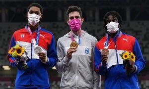 Ολυμπιακοί Αγώνες: Ο «χρυσός» Τεντόγλου χόρεψε συρτάκι το Τόκιο! Η απονομή με τον εθνικό ύμνο (vids)