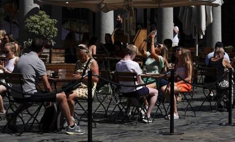 Κορονοϊός – Βρετανία: Λιγότεροι άνθρωποι θα μπαίνουν στο εξής σε καραντίνα