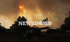 LIVE BLOG - Κόλαση φωτιάς στη Βαρυμπόμπη: Κάηκαν σπίτια - Ελπίδες στα εναέρια μέσα