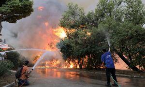 Φωτιά Βαρυμπόμπη: Τέσσερα άτομα στο Σισμανόγλειο - Οδηγίες από την Ένωση Πνευμονολόγων