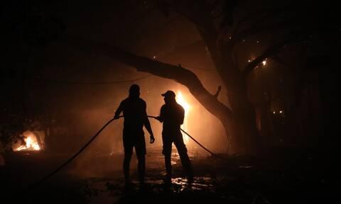 Φωτιά Βαρυμπόμπη: Τιτάνια μάχη με τις φλόγες - Απειλούνται και εργοστάσια - Συνεχείς αναζωπυρώσεις