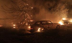 Φωτιά Βαρυμπόμπη: Πνίγεται στους καπνούς η Αττική - Γεμάτα στάχτη τα αυτοκίνητα στα βόρεια
