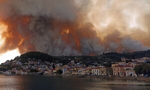 Φωτιά στην Εύβοια: Ανεξέλεγκτη η πυρκαγιά - Πλησιάζει στην Μονή Οσίου Δαυίδ