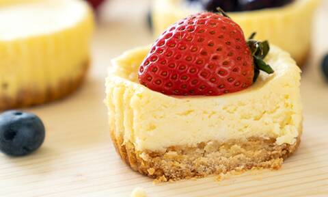 Cheesecake ατομικά με κόκκινα φρούτα - Έτοιμα σε 5 λεπτά