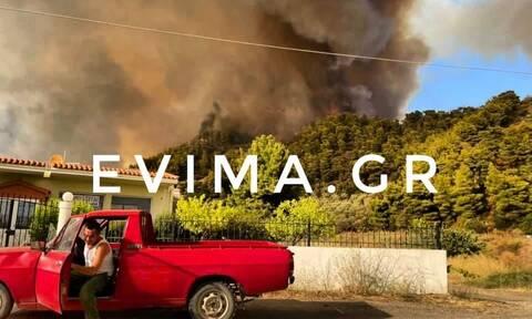 Φωτιά στη Λίμνη Ευβοίας: Τουλάχιστον 150 σπίτια έχουν καεί μέχρι στιγμής