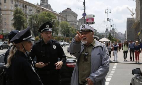 Ουκρανία: Συναγερμός στην έδρα της κυβέρνησης - Συνελήφθη άνδρας με χειροβομβίδα