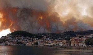 Φωτιά ΤΩΡΑ: Ανεξέλεγκτη η κατάσταση στην Εύβοια - Εκκενώνονται οικισμοί, τραυματίστηκαν πυροσβέστες