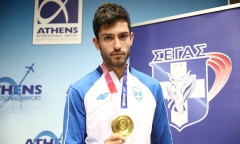 Ολυμπιακοί Αγώνες 2020: Στην Ελλάδα ο χρυσός Ολυμπιονίκης Μίλτος Τεντόγλου (pics+vids)
