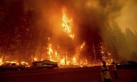 Πυρκαγιές στην Καλιφόρνια: Aπόκοσμες εικόνες απο την «πύρινη κόλαση» που μαίνεται επί 3 εβδομάδες