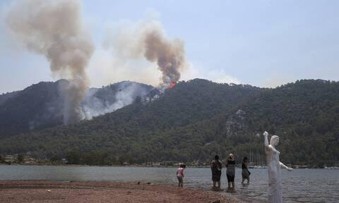 Τουρκία: Η πυρκαγιά πλησιάζει επικίνδυνα θερμοηλεκτρικό σταθμό με χιλιάδες τόνους λιγνίτη