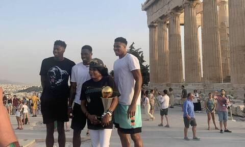 NBA: Στην Ακρόπολη με το τρόπαιο του πρωταθλήματος οι Αντετοκούνμπο! (pics)