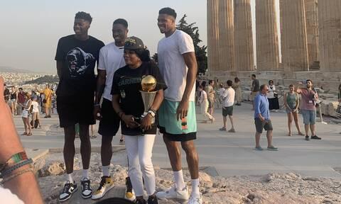 Γιάννης Αντετοκούνμπο: Πήγε στην Ακρόπολη με τα τρόπαια του ΝΒΑ ο «Greek Freak» (photos)