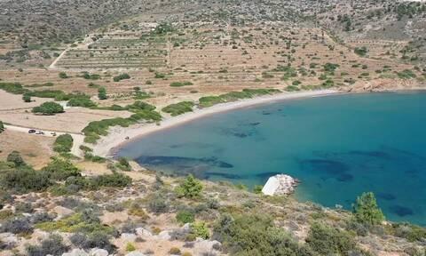 Παραλία Πραστιά: Η μοναδική αμμουδιά της Βορειοδυτικής Χίου (video)
