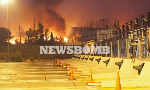 Έκλεισε η Εθνική Οδός Αθηνών - Λαμίας από τη φωτιά στη Βαρυμπόμπη
