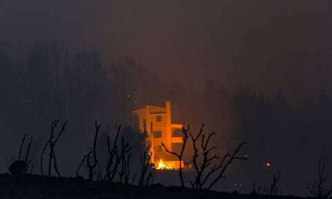 Φωτιά ΤΩΡΑ: Δραματικές ώρες στην Ιπποκράτειο Πολιτεία - Μπήκαν στον οικισμό οι φλόγες