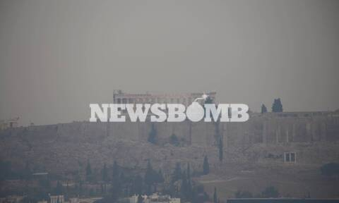 Φωτιά στην Αττική: Ο καπνός «εξαφάνισε» την Ακρόπολη - Απόκοσμες εικόνες