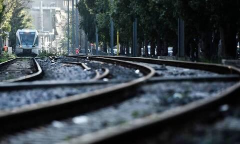Λάρισα: Πέθανε γυναίκα που παρασύρθηκε από τρένο