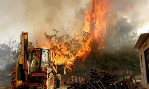 Φωτιά ΤΩΡΑ: Χωρίς ρεύμα πολλές περιοχές - Πού εντοπίζονται προβλήματα
