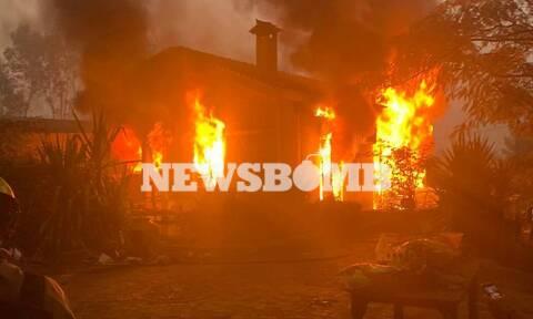 Φωτιά ΤΩΡΑ: Καίγονται σπίτια στον Άγιο Στέφανο – Ολοταχώς για Θρακομακεδόνες το μέτωπο