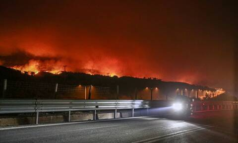Φωτιά ΤΩΡΑ: Προς Ωρωπό το μέτωπο της Μαλακάσας - Οι καύτρες δημιουργούν παντού νέες εστίες