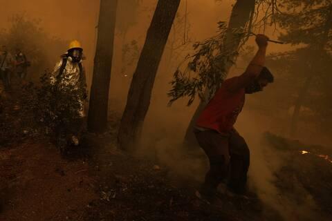 Φωτιά στην Εύβοια: Η βιβλική καταστροφή απο ψηλά - Στάχτη και αποκαϊδια (Βίντεο)