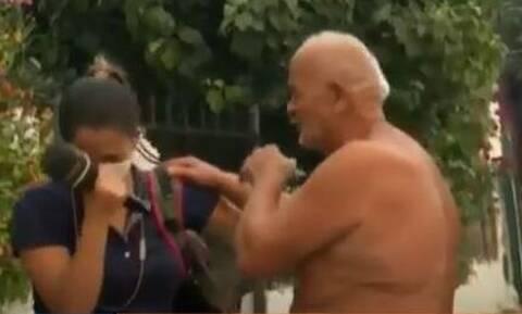 Φωτιές: Συγκινητικό βίντεο - Ηλικιωμένος στην Εύβοια και ρεπόρτερ ξεσπούν σε κλάματα