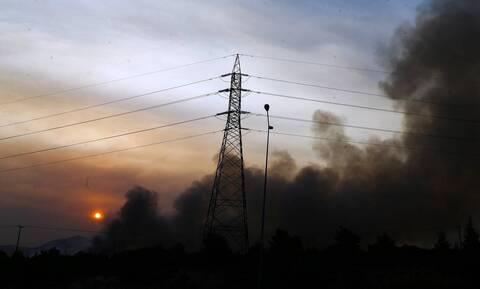 Φωτιές: Χωρίς ρεύμα 17.000 νοικοκυριά σε Αττική και Βόρεια Εύβοια