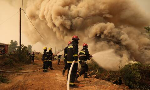 Φωτιά Εύβοια: Η μεγάλη μάχη για την Ιστιαία - Ανθρώπινα τείχη για τις αναζωπυρώσεις