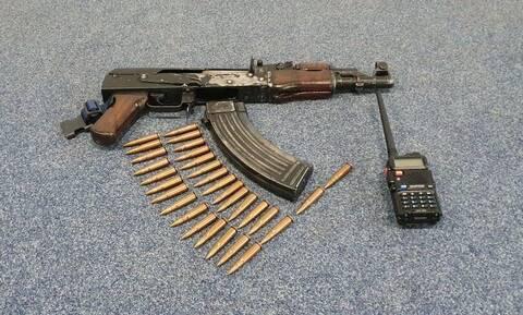 ΕΛΑΣ: Αυτό το καλάσνικοφ βρέθηκε στο σπίτι του μέλους της «Επαναστατικής Αυτοάμυνας»