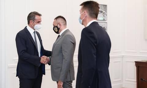 Συνάντηση Μητσοτάκη με τον Υπουργό Εσωτερικών της Σερβίας