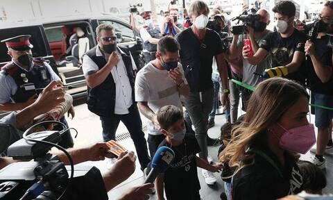 Παρί Σεν Ζερμέν: «Πετάει» για Παρίσι ο Μέσι - Στο αεροδρόμιο με την οικογένειά του (pics+vid)