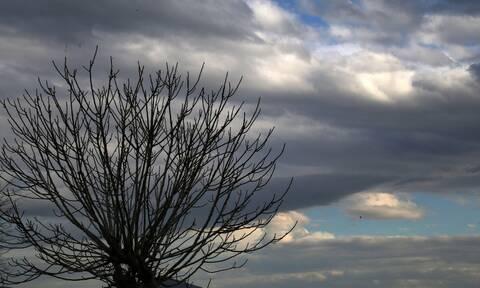 Καιρός - Αρναούτογλου: Τοπικές καταιγίδες και χαλάζι την Τετάρτη - Πού θα είναι έντονα τα φαινόμενα