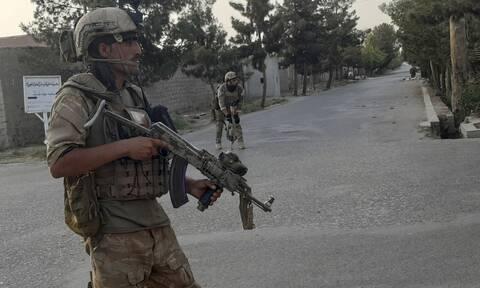 «Κεραυνοβόλος πόλεμος» στο Αφγανιστάν: Οι Ταλιμπάν κατέλαβαν 7 πρωτεύουσες επαρχιών σε 5 ημέρες