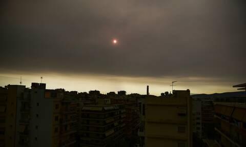 Επιβαρυμένη ξανά η ατμόσφαιρα στην Αττική λόγω της φωτιάς στην Εύβοια