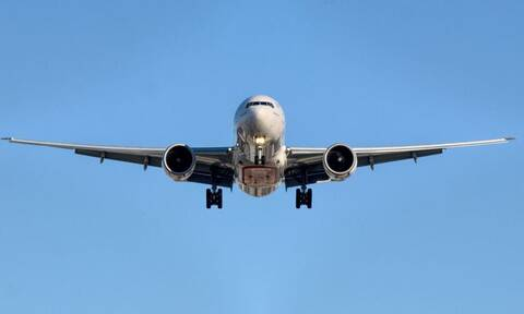 Κύπρος: Χαμός σε αεροπλάνο - Επιβάτης χαστούκισε αεροσυνοδό επειδή του είπε να σβήσει το τσιγάρο