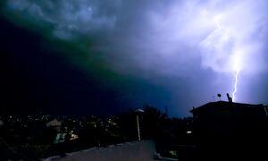 Καιρός: Καταιγίδες «σάρωσαν» τη μισή Ελλάδα - Έβρεξε και στην Εύβοια (pics+vids)