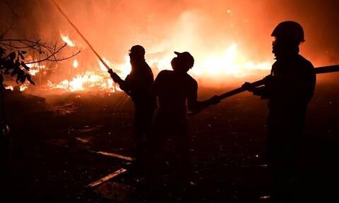 Φωτιά στην Αττική: Πυρκαγιά σε υπαίθριο χώρο στη Βάρη