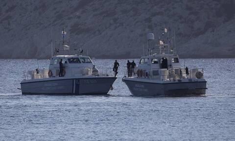 Ναυάγιο στη Μήλο: Σώοι και οι 17 που έπεσαν στη θάλασσα