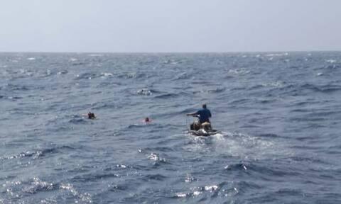 Μήλος - ναυάγιο: Στο Κέντρο Υγείας Μήλου οι ναυαγοί - Πρώτες βοήθειες σε έναν άνδρα 58 ετών