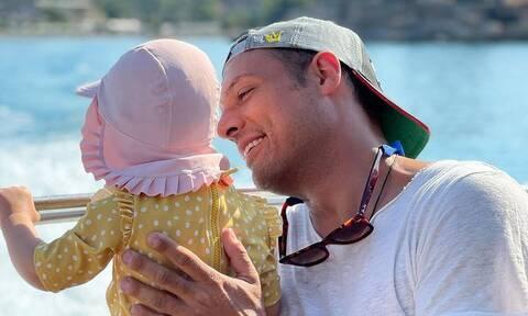 Σάββας Πούμπουρας: Παντού με την κόρη του - Φώτο από το αεροδρόμιο